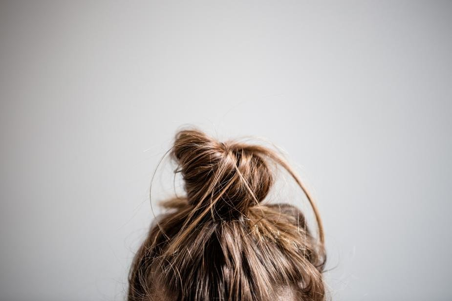 hair-in-messy-bun